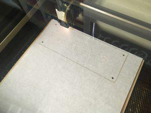 アクリルのレーザー加工