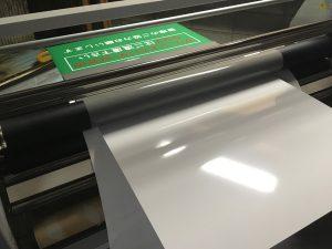 アルミ複合板看板のシート貼り