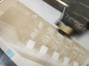 画用紙に写真をレーザー彫刻